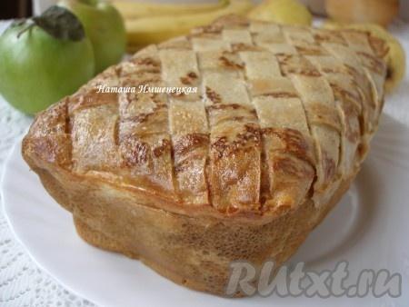 Затем вынуть из формы блинный пирог с грибами и мясом и подавать.