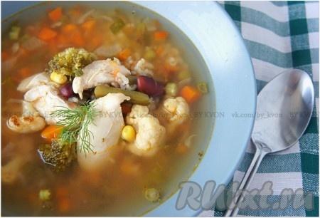 При подаче в овощной куриный суп можно добавить зелень. Приятного вам аппетита! Кушайте с удовольствием!