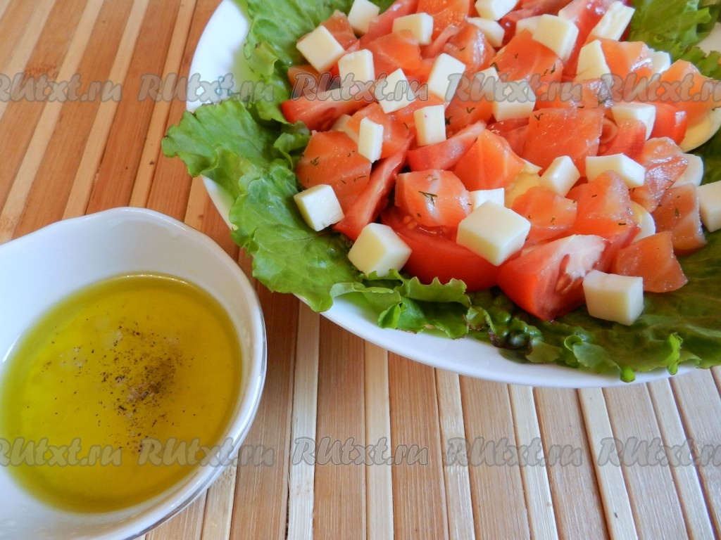 Салат с семгой сыром помидорами
