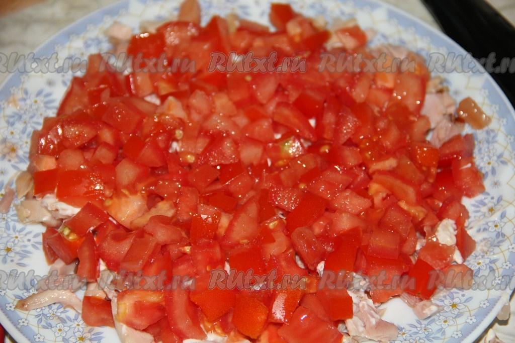 Салат с копченой курицей и помидорами и маком рецепт