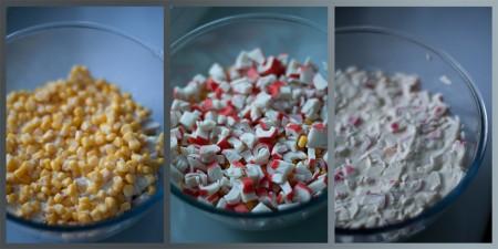Слейте жидкость с кукурузы и высыпьте ее в салатник. Крабовые палочки нарежьте кубиками и уложите следом за кукурузой. Смажьте соусом.
