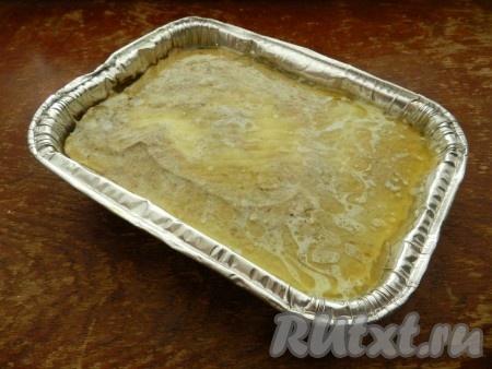 Растопить сливочное масло и залить им остывший пашет. Масло не только придаст печеночному паштету дополнительный вкус, но и предохранит его от засыхания.