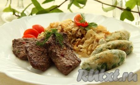 Это сытное согревающее блюдо лучше всего подойдет для обеда перед длительной прогулкой на свежем воздухе.