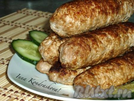 Довести мясные рулетики до готовности в нагретой до 180 градусов духовке 10-15 минут.