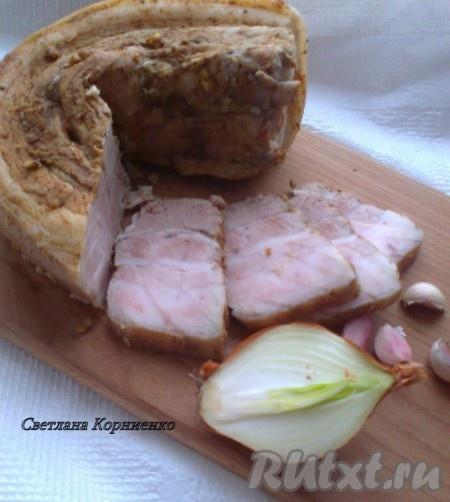 Свиная грудинка с карамелизованным луком – пошаговый фоторецепт