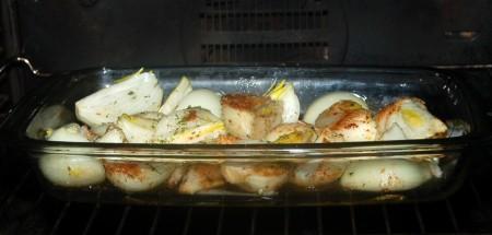 Отправить форму с луком в заранее нагретую до 200 градусов духовку, запекать до нужной румяности, примерно 40 минут.{amp}#xA;