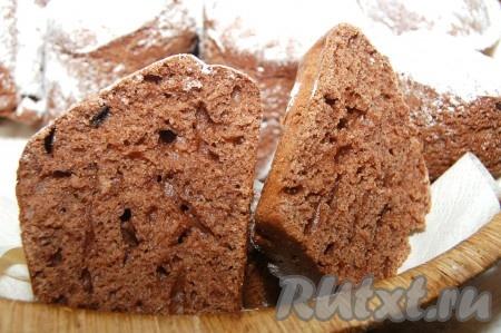 В разрезе кексы с какао получаются слегка влажными, с четкой структурой.