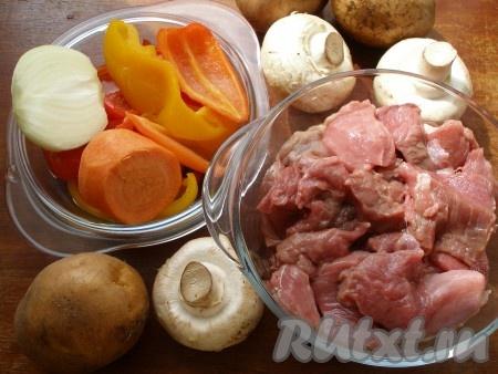 Ингредиенты для приготовления тушеной говядины с грибами и овощами