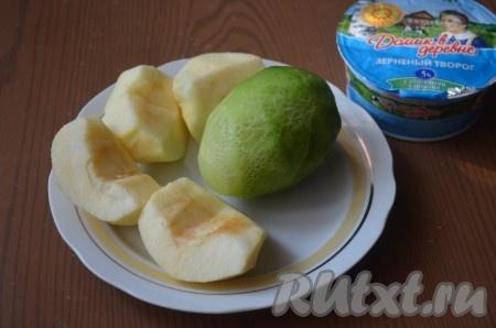 Подготовить необходимые ингредиенты. Яблоко и зеленую редьку очистить от кожуры.