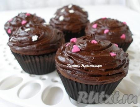 Аппетитные шоколадные капкейки готовы.