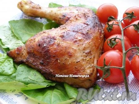 Аппетитные и очень вкусные окорочка, приготовленные в аэрогриле, можно подавать на стол.