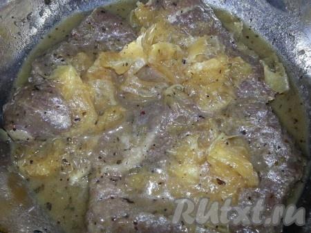 утка кусочками с яблоками в духовке в рукаве рецепт #11