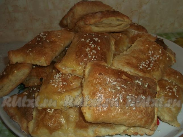 рецепт пирожков на сковороде из слоеного теста