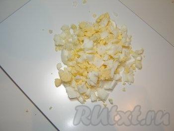 Яйца режем