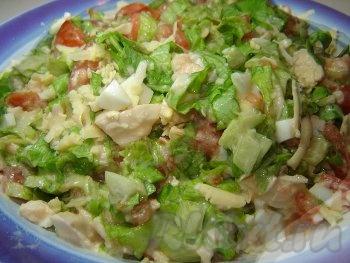 Наш красавец - салат с курицей и сырм