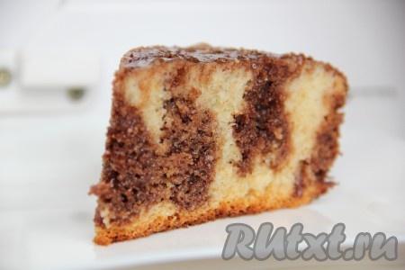 Даем сочному, нежному кексу «Ненасытная монашка» напитаться и можно подавать на стол.