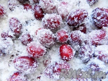 Кизил - не очень сочная ягода, поэтому сока образуется немного.
