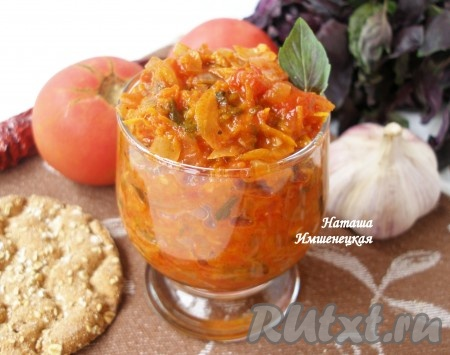 Аппетитный томатный соус с овощами станет прекрасным дополнением ко многим блюдам.