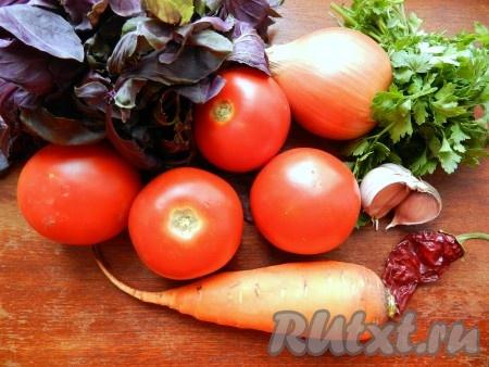 Ингредиенты для приготовления томатного соуса с овощами