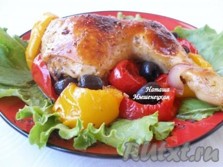 Яркое и вкусное блюдо - курица по-испански - готово.