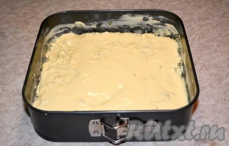 Заливной пирог с капустой готов отправиться в духовку.