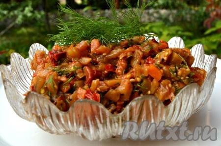 Дать остыть осеннему салату, затем переложить его в вазочку и можно подавать на стол. Блюдо, приготовленное по этому рецепту, порадует прекрасным вкусом и яркими красками осени.