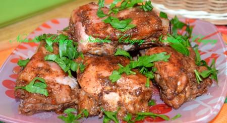 Готовое куриное мясо в аджике, приготовленное в духовке, посыпала рубленной петрушкой. Приятного аппетита!!!