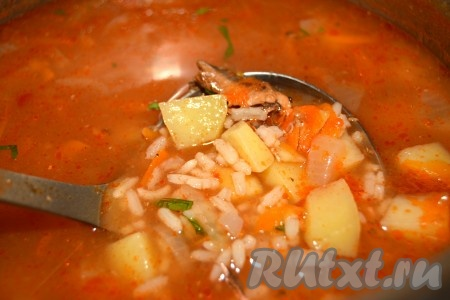Очень вкусный супчик с килькой в томатном соусе готов.