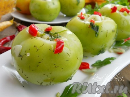 Оставить помидоры для засола в теплом месте на 4 суток. Пару раз помидоры следует потрясти в пакете. Вот и все, замечательные зеленые помидорчики готовы к употреблению! Зеленые помидоры, засоленные таким способом, нужно хранить в холодильнике.