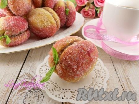 """Дать """"персикам"""" постоять 20 минут, чтобы сахар подсох. Украсить можно листочками мяты. Красивое, необыкновенно вкусное печенье """"Персики"""", приготовленное по этому рецепту, украсит любое чаепитие!"""