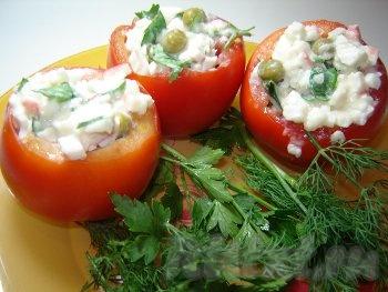 Помидоры фаршированные крабовым салатом