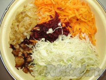 Смешиваем продукты для салата