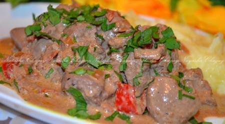 Вкусная куриная печень с овощами готова. Подаем с рисом или пюре.