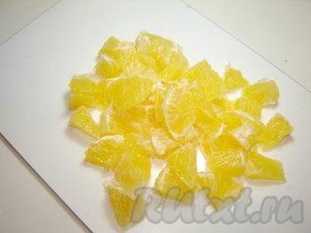 Дольки апельсинов для салата