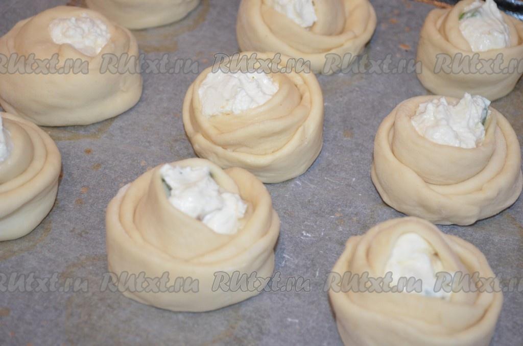 Дрожжевые булочки на кефире рецепт с фото