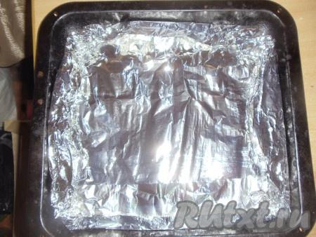 Закрыть мясо фольгой и поставить духовку при температуре 170 градусов на 1 час.
