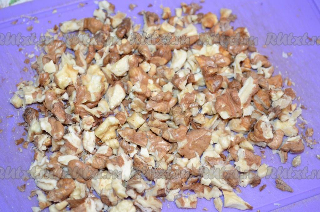 рецепт салата с курицей грибами и грецкими орехами слоями
