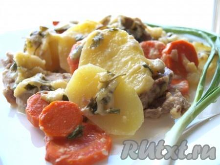 Гратен из картофеля с мясом и морковью получается не только сытным, но и очень вкусным.