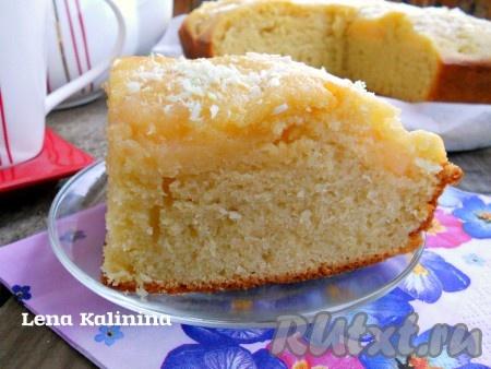 Дать нежнейшему и ароматнейшему пирогу с консервированными персиками полностью остыть, порезать и можно подавать к чаю! Очень вкусно!
