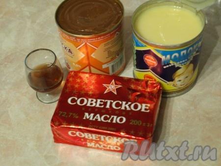 Для приготовления крема продукты нужно брать комнатной температуры, тогда крем получится однородным.