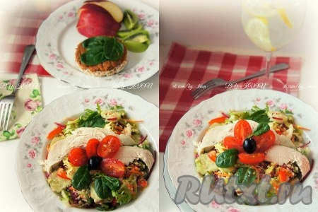 На сервировочные тарелки выкладываем салат с киноа. Сверху добавляем нарезанную куриную грудку, украшаем салат половинками помидорок черри и маслинами.