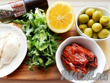 Ингредиенты для приготовления салата с курицей и вялеными помидорами