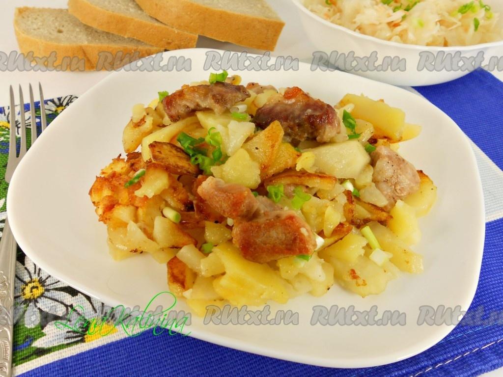 Тушеная картошка со свининой на сковороде рецепт