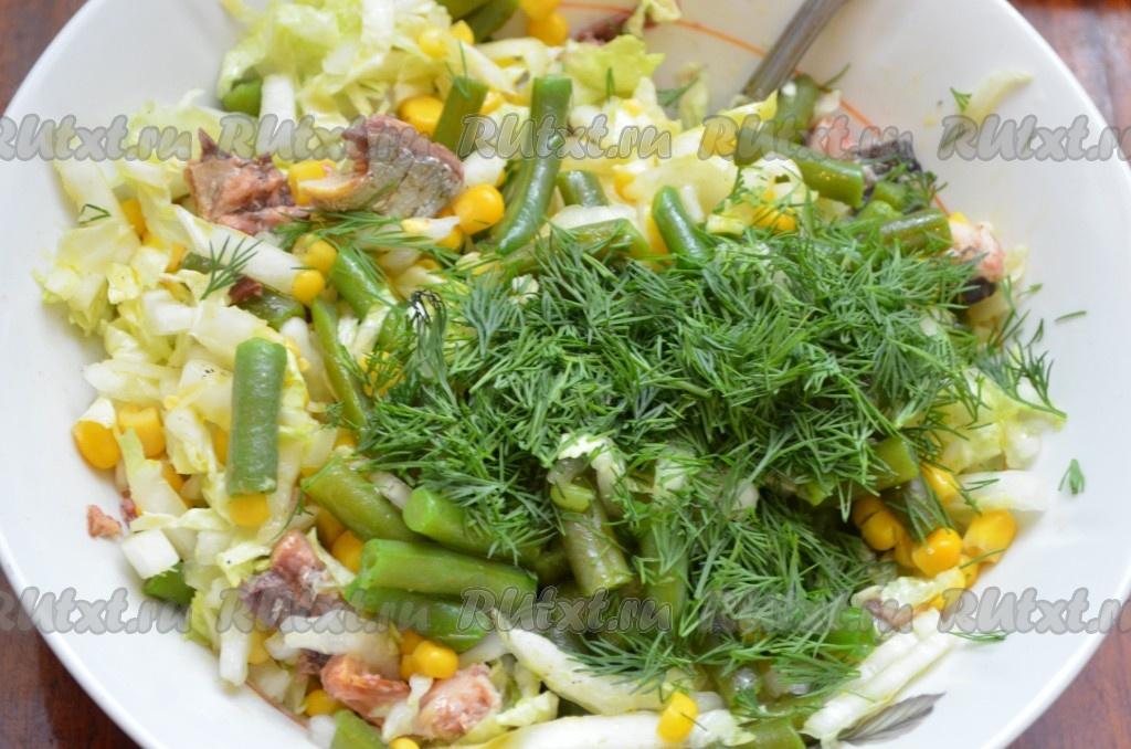 Салат мимоза с консервой и кукурузой