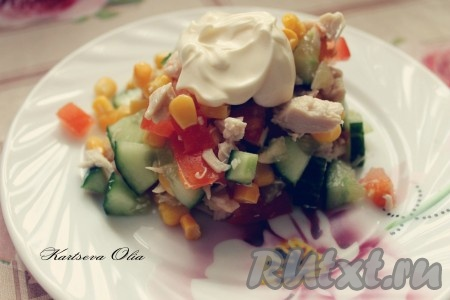 """Салат """"Эдельвейс"""" выкладываем на тарелочки порционно, солим, добавляем майонез и наслаждаемся вкусом!"""