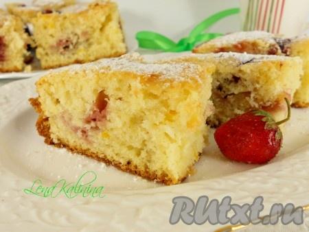 Дать нежнейшему и вкуснейшему пирогу остыть в форме, затем порезать на части и можно подавать к столу на радость своим близким!{amp}#xA;