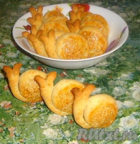 """Вкусное печенье с сыром и кунжутом """"Улитки"""" украсит любое чаепитие."""