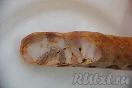 Запекаем домашнюю куриную колбаску при температуре 180 градусов 30 минут до образования красивой и румяной корочки.