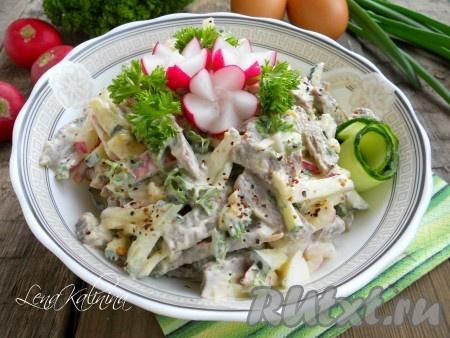 Выложить этот замечательный, очень вкусный салат из говяжьего сердца в салатник, украсить по своему желанию и можно подавать к столу.