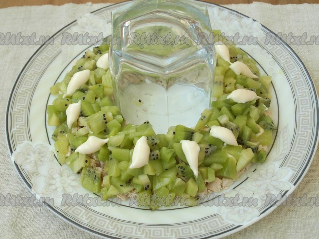 Салат браслет с киви яблоком